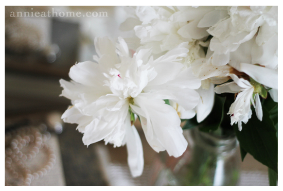 dresser_flowers